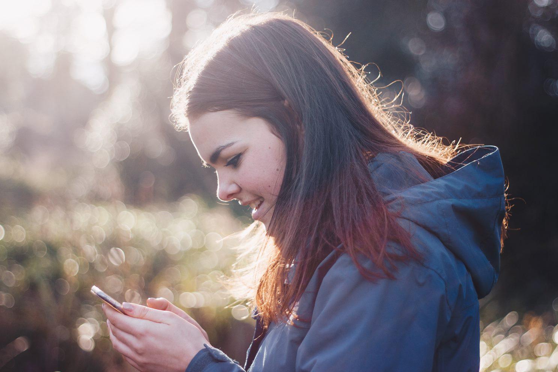 co robi nastolatek w internecie